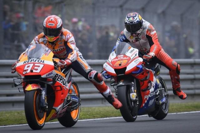 Alasan Pebalap MotoGP Turunkan Kaki Ketika Mau Menikung, Siapa Pelopornya? (171171)