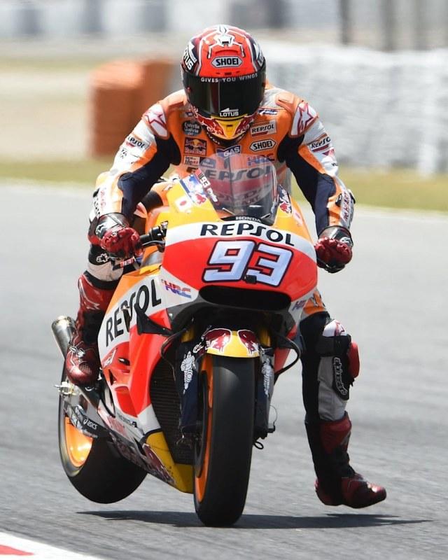 Alasan Pebalap MotoGP Turunkan Kaki Ketika Mau Menikung, Siapa Pelopornya? (171175)
