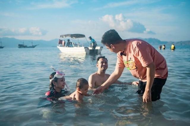 5 Momen Seru Nagita Slavina Liburan Bareng Kiano Tiger Wong di Laut (76974)
