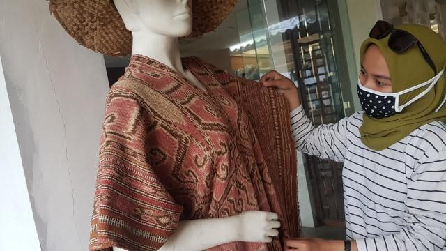 Foto: Upaya Uke Tugimin Pertahankan Tradisi Tenun di Tengah Arus Modernisasi (315181)