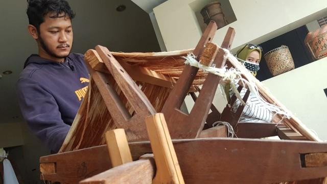 Foto: Upaya Uke Tugimin Pertahankan Tradisi Tenun di Tengah Arus Modernisasi (315187)
