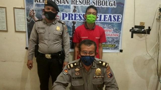 Pria di Sumut Ditangkap karena Unggah Foto Bugil Bersama Selingkuhan ke Medsos (89841)