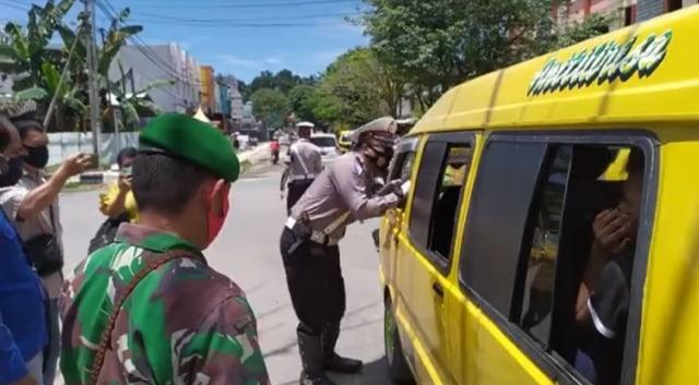 Denda Rp 45 Juta Dikumpul dari 2.626 Pelanggar Operasi Masker di Kota Sorong (33706)