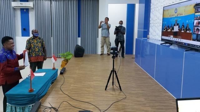 Pelajar dan Guru SMK di Papua Terima Beasiswa dari China  (271124)