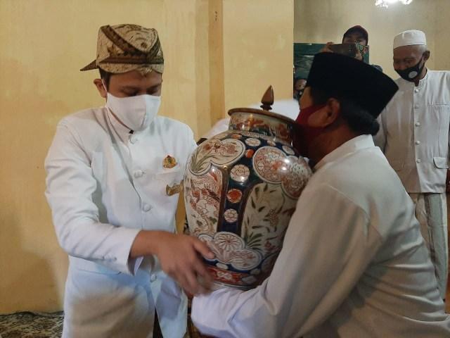 Tradisi Siraman Panjang di Keraton Kasepuhan Cirebon Digelar Terbatas (36264)