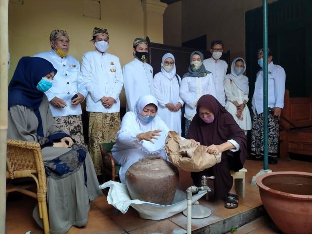 Tradisi Siraman Panjang di Keraton Kasepuhan Cirebon Digelar Terbatas (36265)