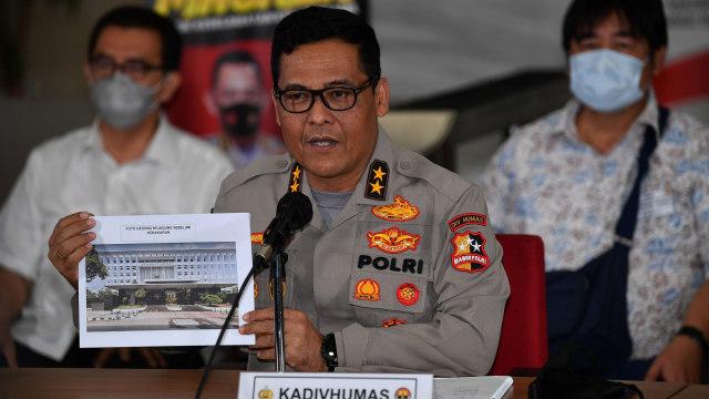 Upik Lawanga 'Si Profesor' Buat Bom Senter dan Termos Sambil Beternak Bebek (2)