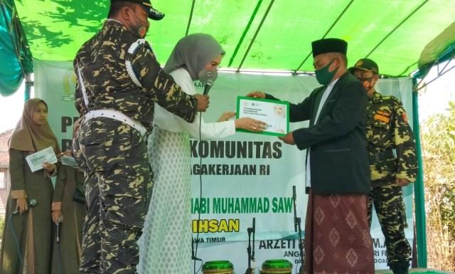 Mendorong Minat Wirausaha, Arzeti Bilbina Salurkan Program Bantuan BLK Komunitas (523924)