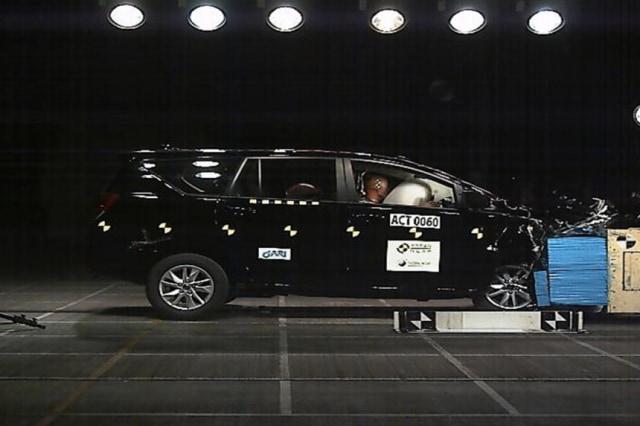 Toyota Innova Raih Bintang 5 Uji Tabrak ASEAN NCAP (220831)