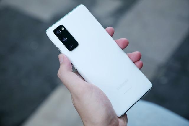 Samsung dan Huawei Terancam Setop Bikin HP Murah Akibat Krisis Chip Global (447987)