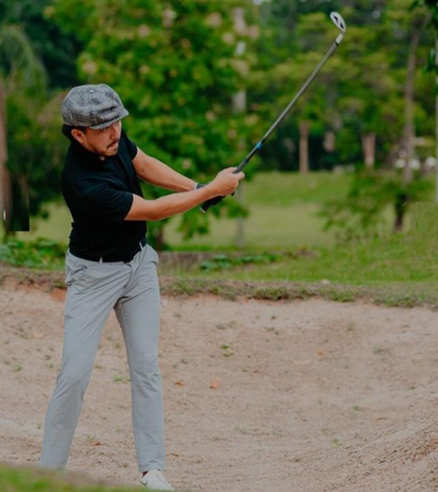 7 Potret Sporty Selebritis Saat Main Golf (81861)