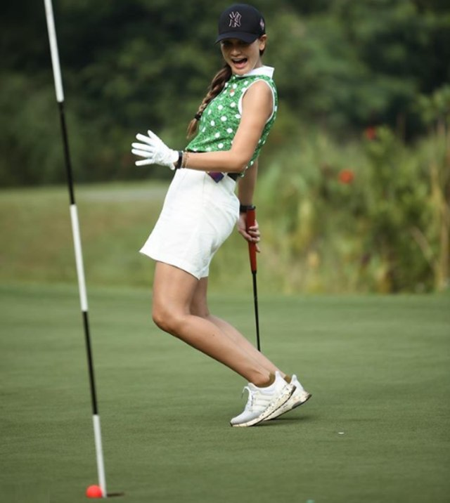 7 Potret Sporty Selebritis Saat Main Golf (81863)