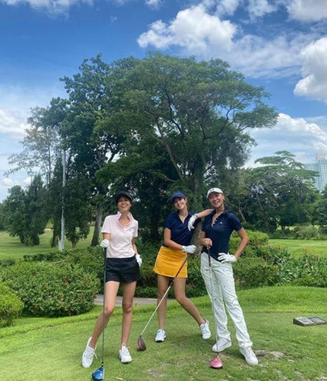 7 Potret Sporty Selebritis Saat Main Golf (81864)