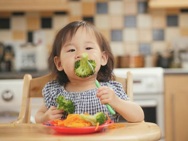 Manfaat Ajari Balita Makan Sendiri (26270)