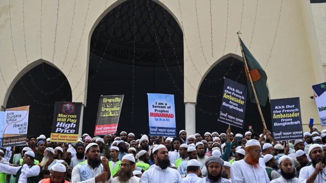 40 Ribu Orang di Bangladesh Demo Prancis, Macron Dituduh Penyembah Setan (297264)