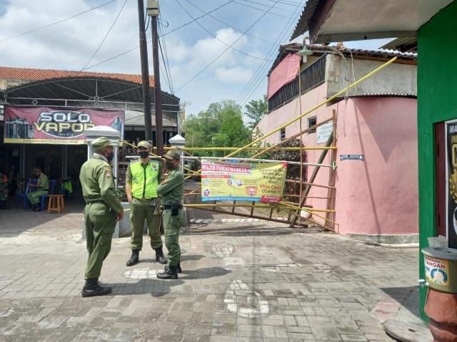 Warga Kampung Bumi Gotong-Royong untuk 14 Orang yang Dikarantina (60340)