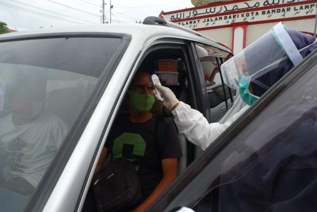 Foto: Rapid Test di Dua Perbatasan Bandar Lampung Jelang Libur Panjang (22678)