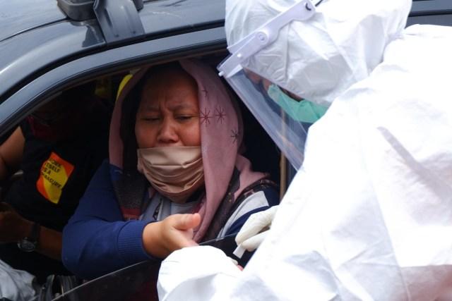Foto: Rapid Test di Dua Perbatasan Bandar Lampung Jelang Libur Panjang (22681)