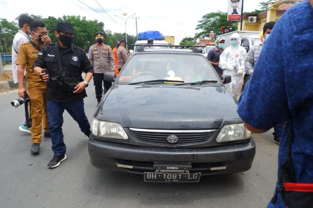 Foto: Rapid Test di Dua Perbatasan Bandar Lampung Jelang Libur Panjang (22683)