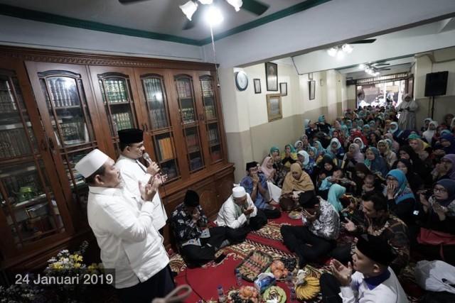 Anies Sampaikan Duka Atas Meninggalnya KH Fahrurrozi Ishaq (27143)