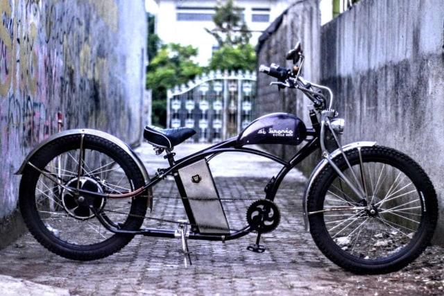 Bikin Sepeda Lowrider Rasa Motor Listrik, Modalnya Rp 25 Juta! (63026)
