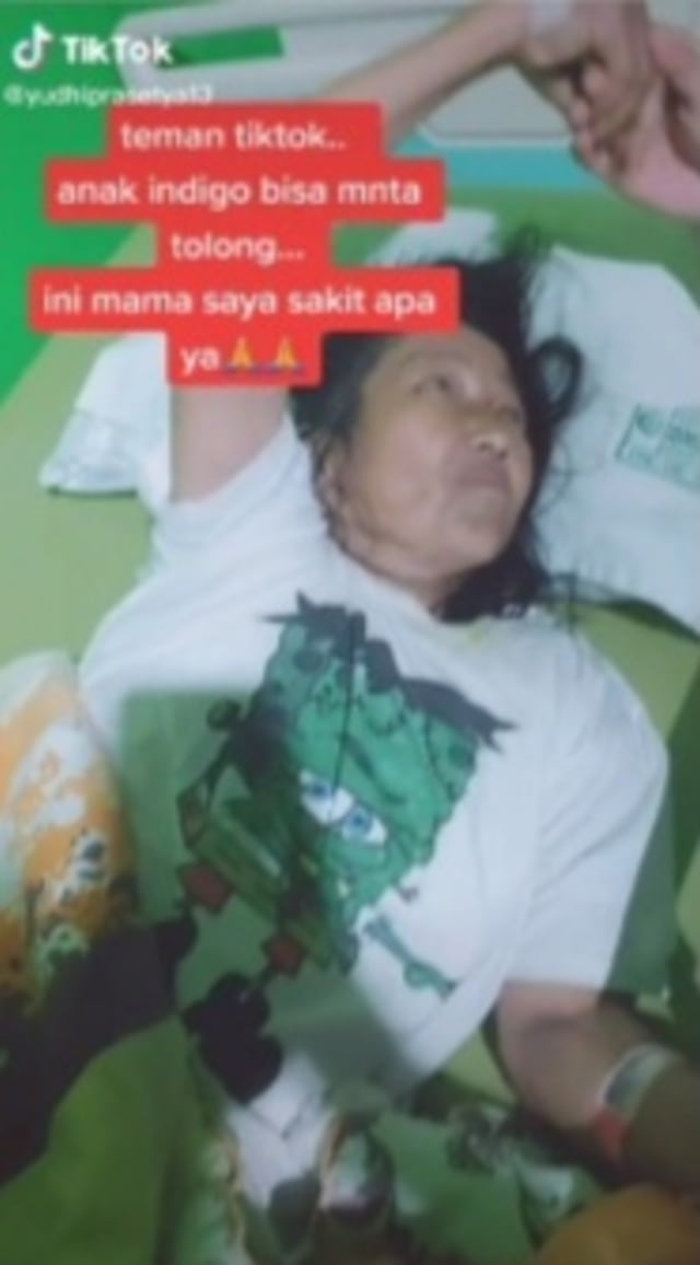 Gelagat Aneh Seorang Ibu yang Diduga Ketempelan Banyak Jin Kiriman (509516)