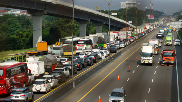 Tol Jakarta - Cikampek Padat, Jasamarga Berlakukan 3 Rekayasa Lalu Lintas (132042)