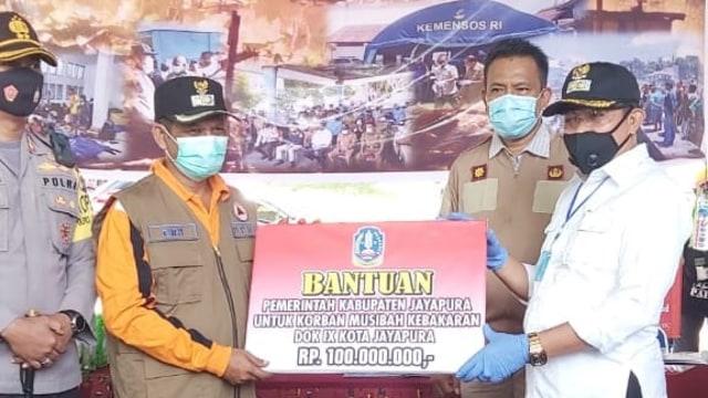 Pemda Jayapura Beri Bantuan Rp 100 Juta untuk Korban Kebakaran Dok IX (9066)