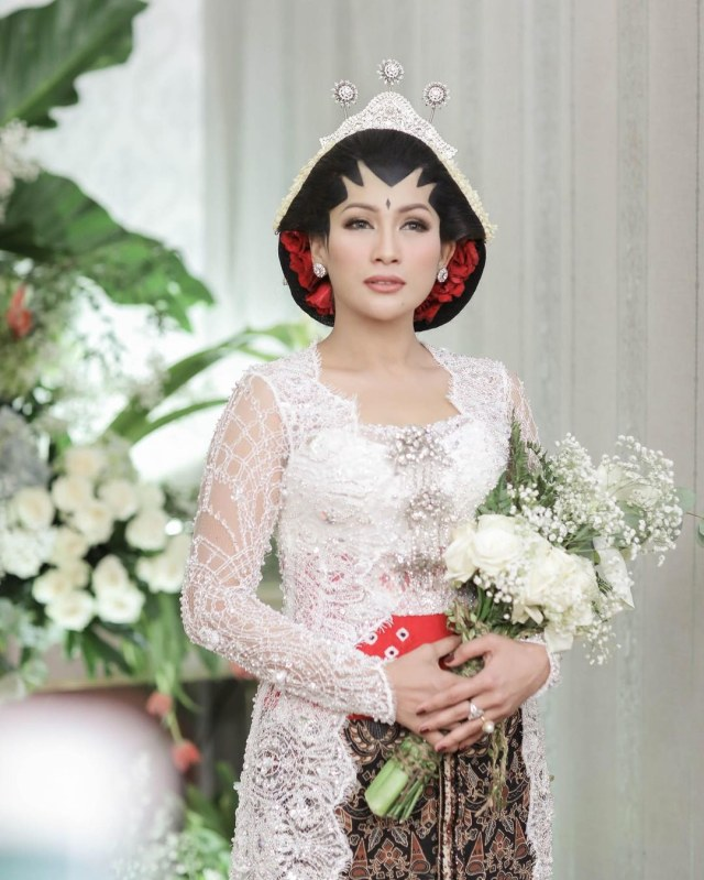 Selamat! Tata Janeeta Hamil Anak Pertama dari Raden Brotoseno (655000)