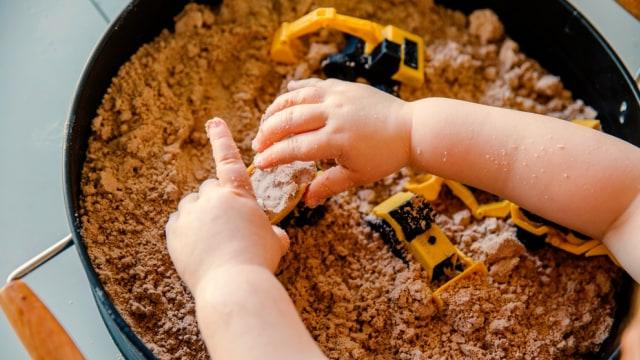 Manfaat Main Sensory Bin untuk Bayi dan Balita (50873)