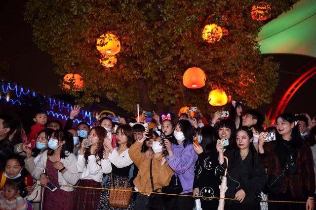 Setahun Lalu Jadi Awal Mula Corona, Kini Wuhan 'Merdeka' dan Undang Wisatawan (11622)