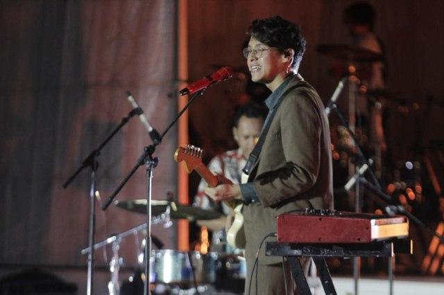 Sempat Terpeleset, Ardhito Pramono Tetap Asyik Hibur Penonton Prambanan Jazz (355289)