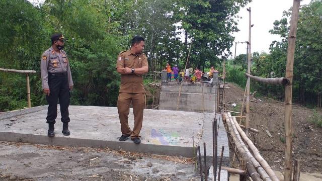 Jembatan Darurat di Bojonegoro Putus Diterjang Banjir, Aktivitas Warga Terganggu (403473)