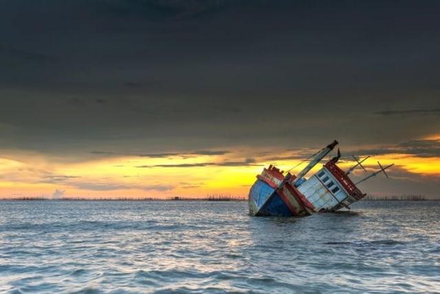 Perahu yang Ditumpangi 5 Orang Nelayan Mentawai Kecelakaan, 1 Meninggal (263910)