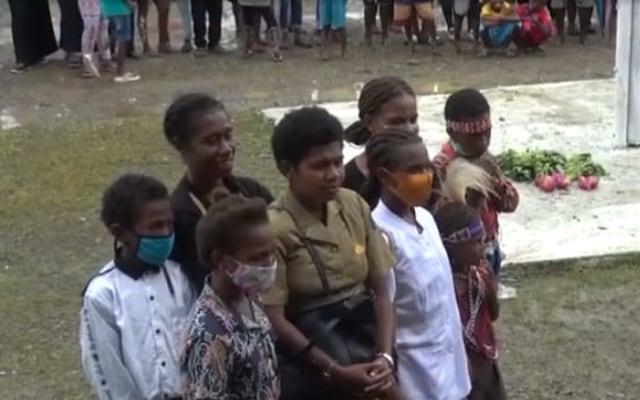 Drama Singkat Protes Warga Kepada Pemerintah Tambrauw Dibawakan Saat HUT (585131)