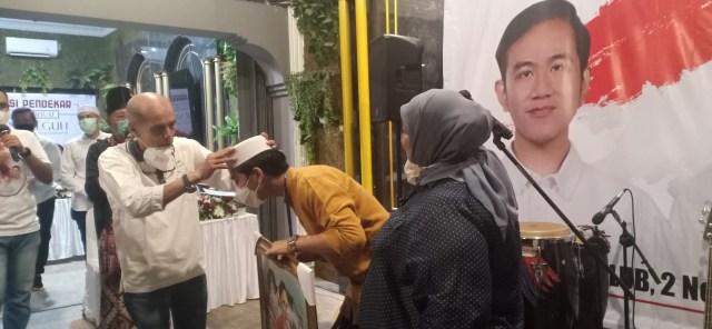Peci Restu Habib HM Kepada Gibran Rakabuming (315790)