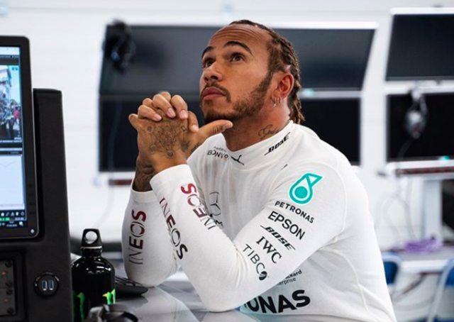 Lucunya Perayaan Lewis Hamilton: Minum Pakai Sepatu Daniel Ricciardo (189205)