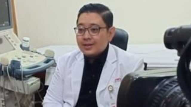 dr Dirga Sakti Rambe: Kalau BPOM Sudah Beri Izin Vaksin Corona, Warga Harus Siap (26607)
