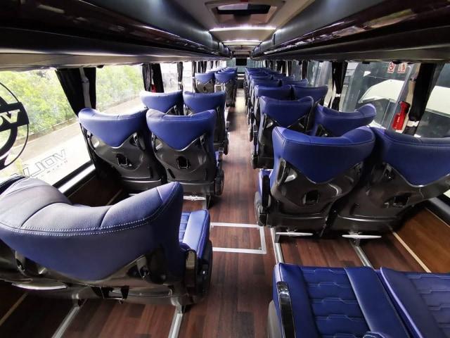 Posisi Duduk Bus di Atas Ban Bikin Cepat Mual, Benarkah? (202208)