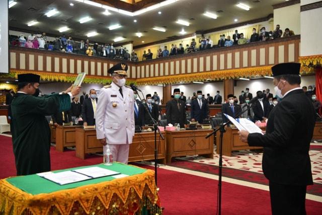 Dilantik Jadi Gubernur Aceh, Nova: Terima Kasih Irwandi Yusuf (58180)
