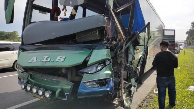 Bus PO ALS Tabrak 2 Truk di Tol Belmera, Sumut, 2 Orang Luka-luka (46608)