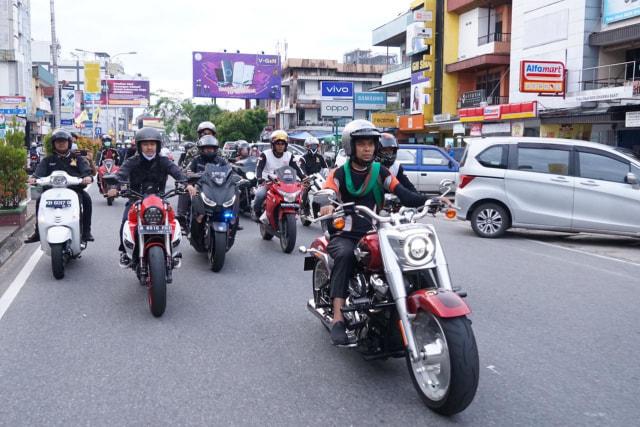 Foto: UAS Keliling Pontianak Naik Moge Harley Davidson (75768)