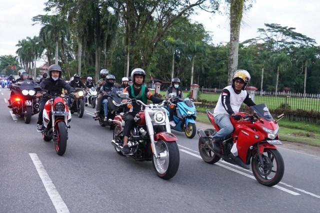 Foto: UAS Keliling Pontianak Naik Moge Harley Davidson (75770)