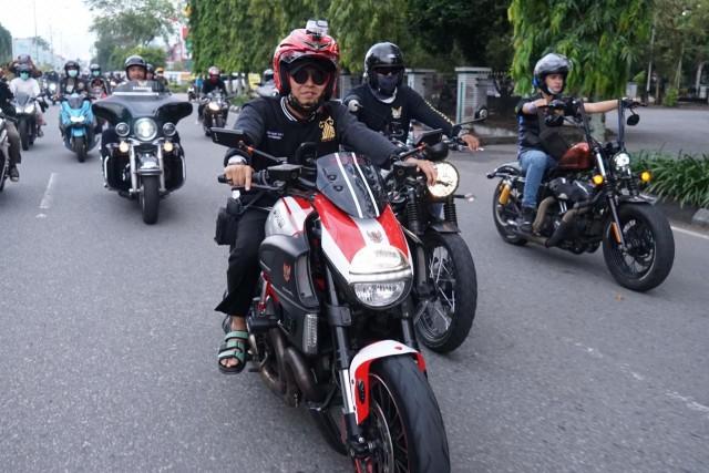 Foto: UAS Keliling Pontianak Naik Moge Harley Davidson (75772)