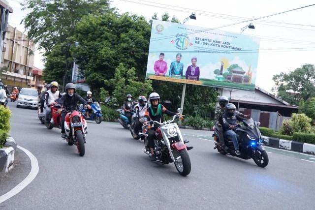 Foto: UAS Keliling Pontianak Naik Moge Harley Davidson (75774)
