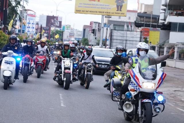Foto: UAS Keliling Pontianak Naik Moge Harley Davidson (75775)