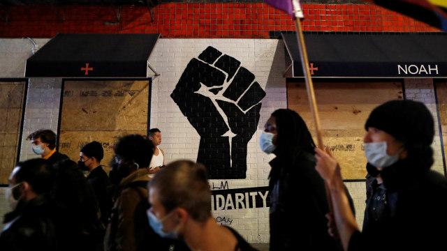 Polisi New York Tangkap Demonstran yang Ludahi Aparat Keamanan (53158)