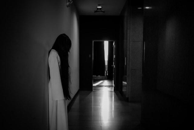 Terlalu Dalami Peran Jadi Kuntilanak, Seorang Pria Malah Kerasukan Beneran (349733)