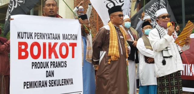 Aksi Bela Nabi, Umat Muslim Kota Sorong Boikot Produk Perancis (16358)