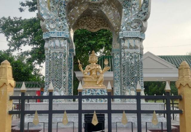 Melihat Patung Buddha Dewa Empat Muka, Asli dari Thailand di Tuban, Jawa Timur (95254)